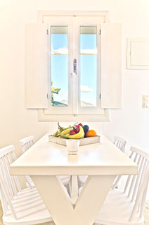 Lux view Villas kitchen table